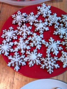pierniczki miodowe, tradycyjne 2014 - śnieżynki, efekt śniegu