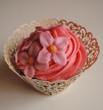 babeczka z fiołkami